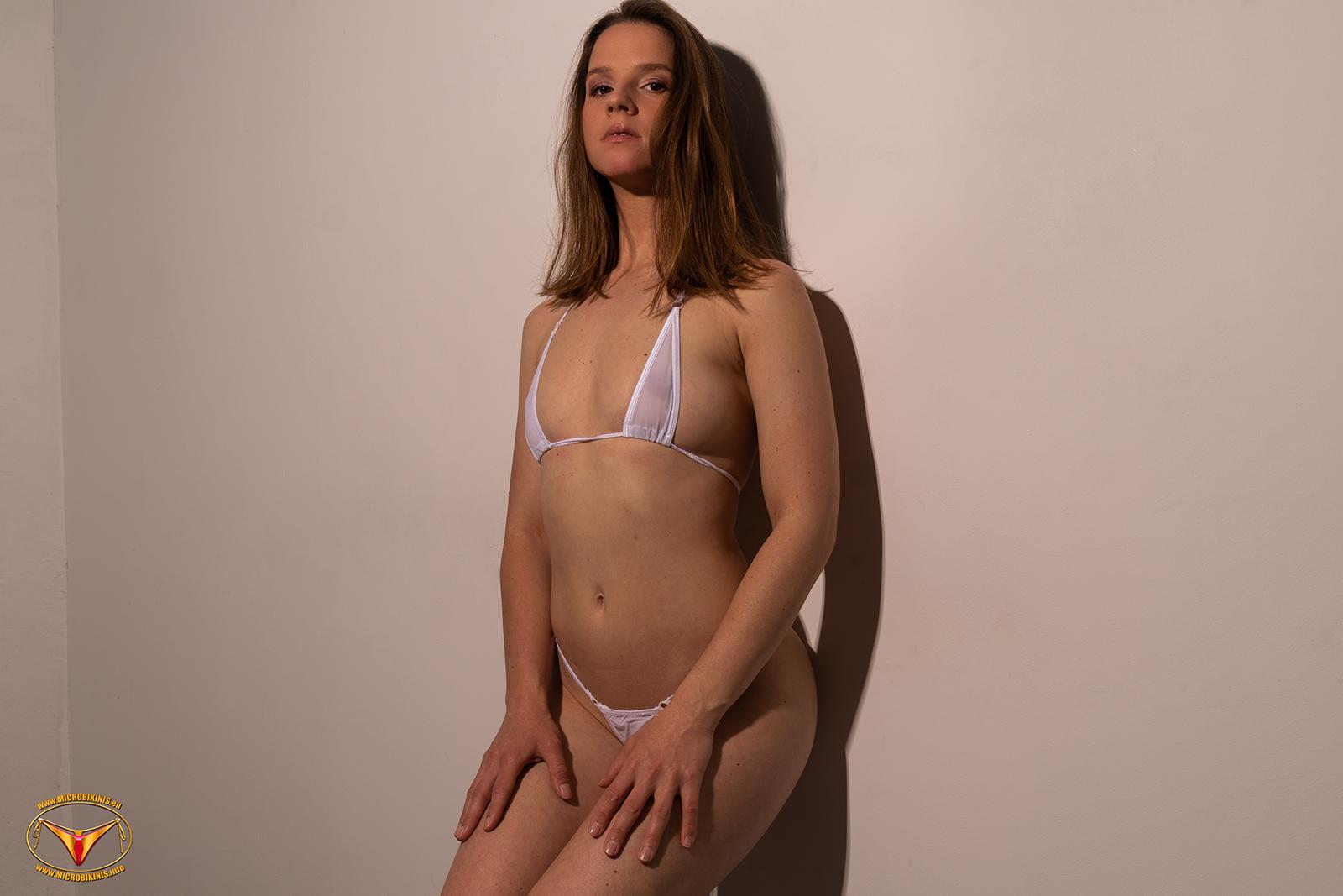 Bikinigirl. Professionelles Micro Bikini Model Dominika Dodo Bikinimodel aus Prag